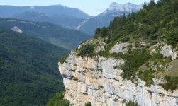 De la Butte de l'aigle à la grotte de Fournet